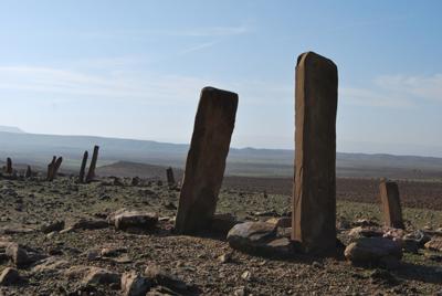 Uno dei cimiteri identificati durante la ricognizione archeologica dell'area. assegnata alla MAIKI (Copyright MAIKI)