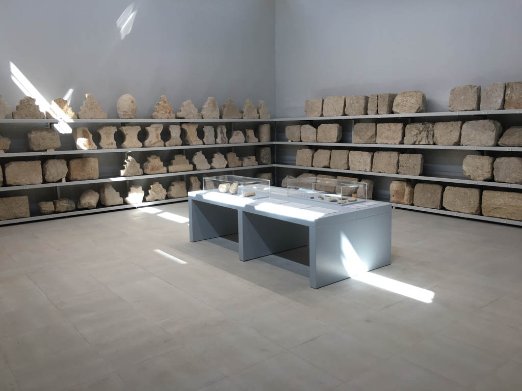 Gallery layout (Copyright MAIKI)